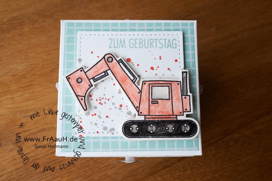 www.fraauh.de|Bagger-Explosionsbox|Sanja Hofmann
